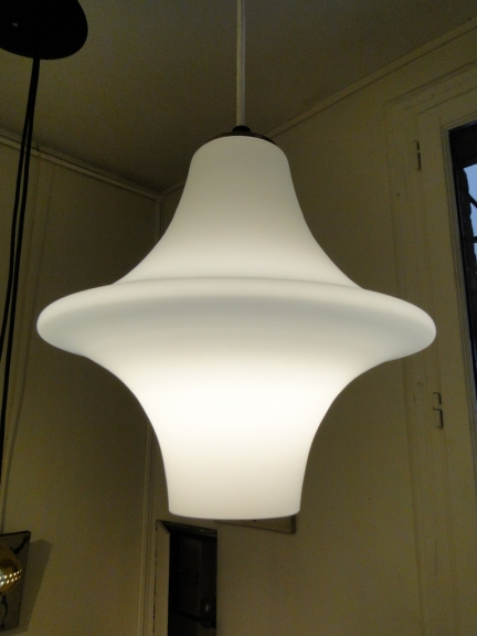 Suspension en opaline circa 1960